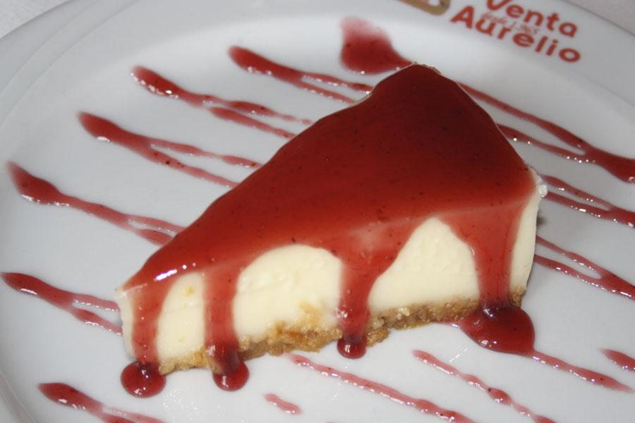 Pastel de queso japones con mermelada de fresa